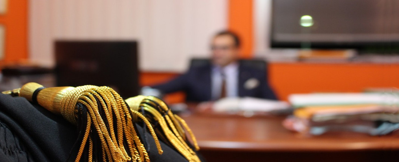 Studio legale avvocato de gaetano corigliano calabro for Scrivania avvocato